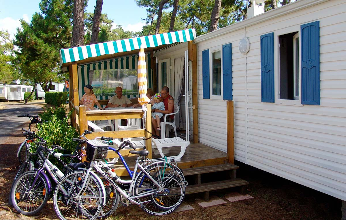 Bikes in front of a rental mobile home in Saint-Hilaire 85