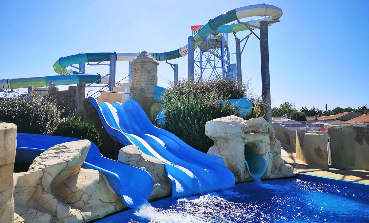 Campsite with swimming pools and slides in Saint-Hilaire