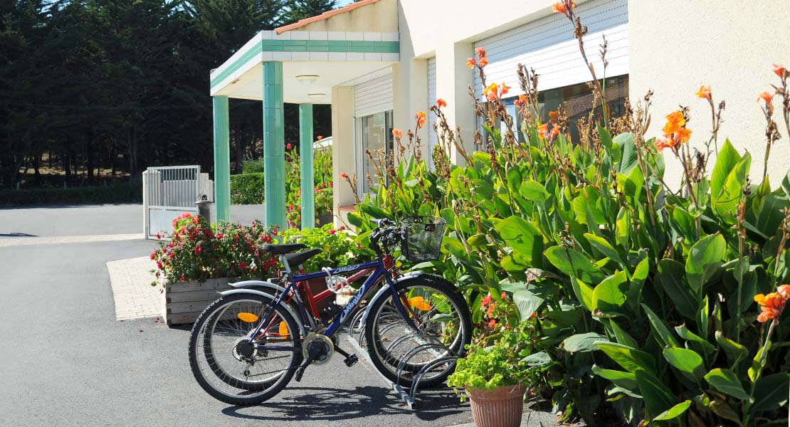 Bike at the entrance to the campsite La Plage in Vendée in Saint-Hilaire