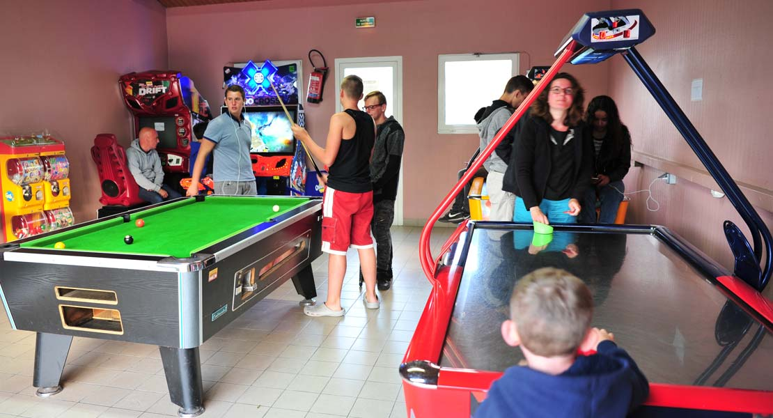 Games room with billiards at the campsite near the beaches in Saint-Hilaire