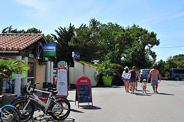 Shop and restaurant at the campsite in Saint-Hilaire in Vendée