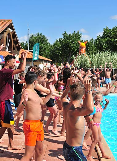 Dance animation with children by the swimming pool at the campsite in Vendée