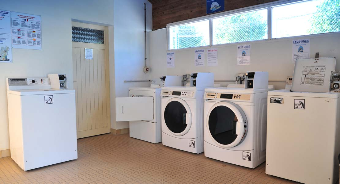 Washing machine and dryer at La Prairie campsite in Vendée